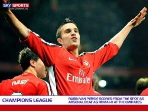 Робин ван Перси празднует гол в ворота Ромы